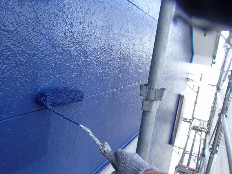 続いて上塗りです(エスケー化研 水性セラミシリコン 75-30D)。