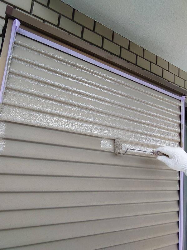 外壁塗装 世田谷区T様邸 雨戸塗装中202009142731