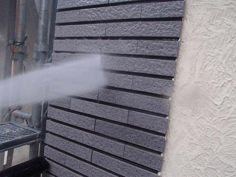 外壁も丁寧に洗浄します。