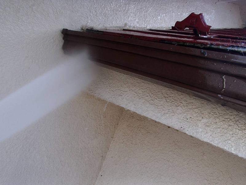 雨樋や破風板も汚れをきれいに流していきます。