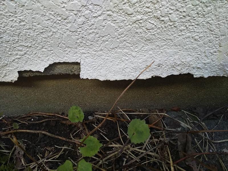 下地からはがれている部分は、塗装をしても下地にはくっつかないので完全に取り除く必要があります。