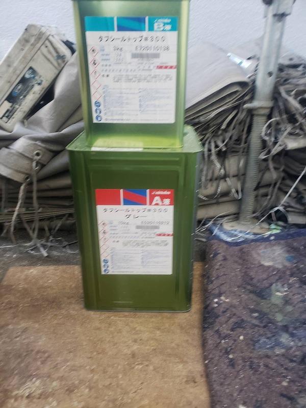 使用した塗料です(日本特殊塗料株式会社 タフシールトップ#300 グレー)。