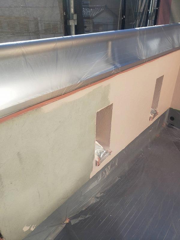 ベランダも中塗りをしています。(エスケー化研 アートフレッシュ AC-1223)