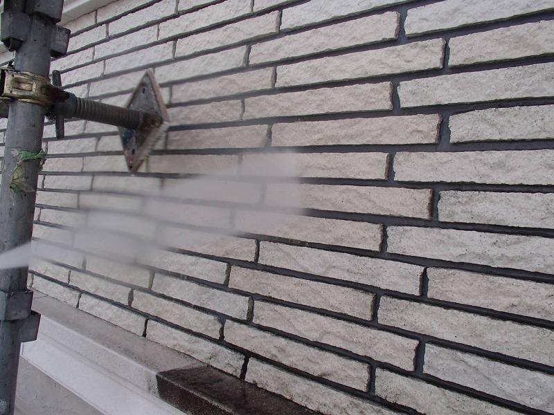 溝の汚れも水圧でキレイになっていきます。
