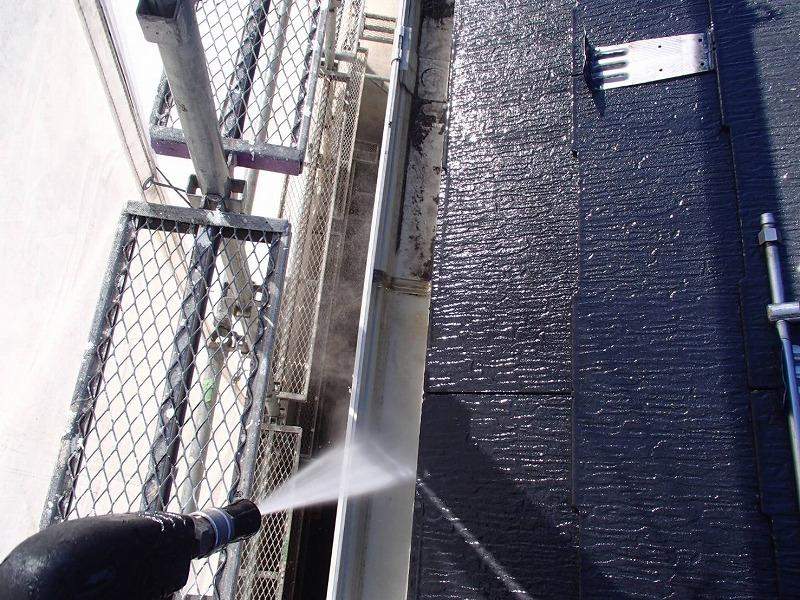 雨樋も丁寧に洗浄します。