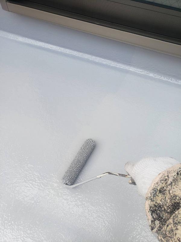 ベランダの防水部分のトップコートを再塗装しました。