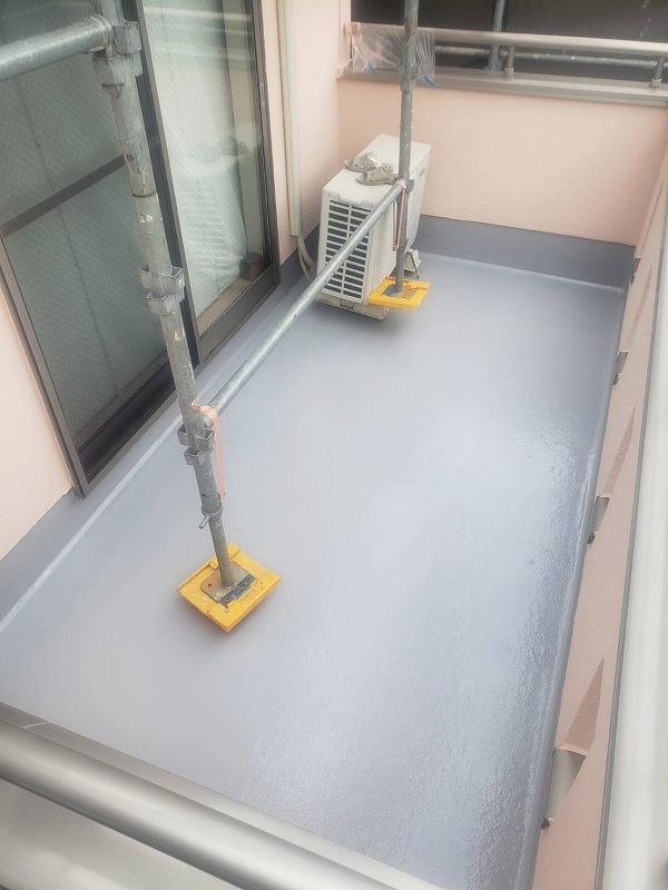 ベランダの作業ではエアコンの室外機を吊り上げるので、作業中はエアコンが使えません。