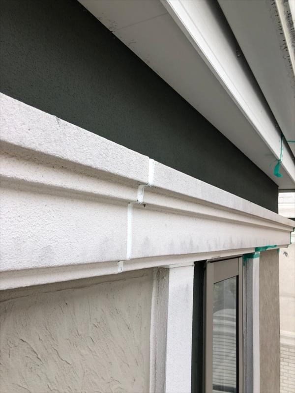 モルタル外壁でもシールをしている部分の状況によってシールの打ち替えを行いました。