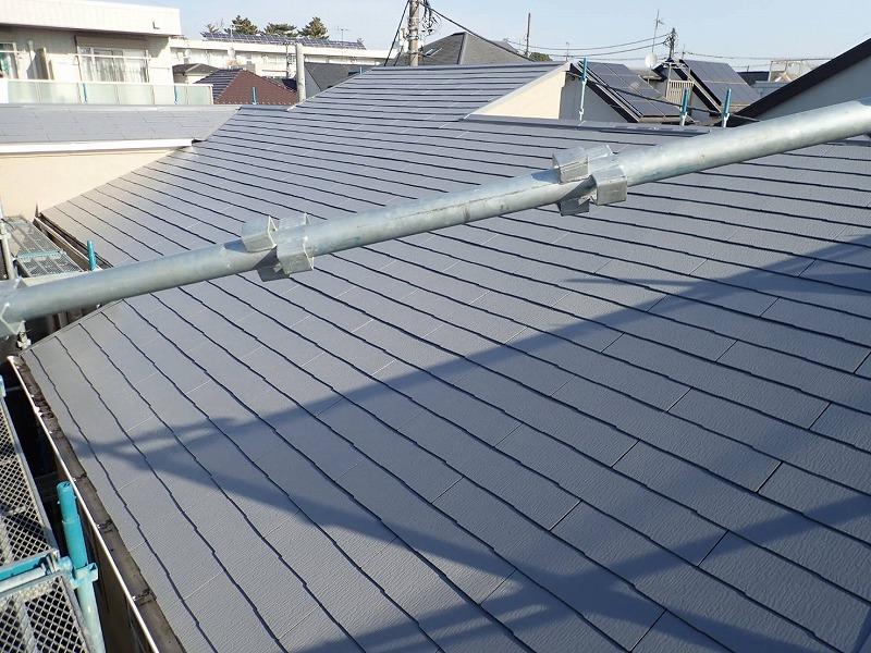 屋根の上塗りが完了しました。(エスケー化研 クールタイト CLR-106 グレー)