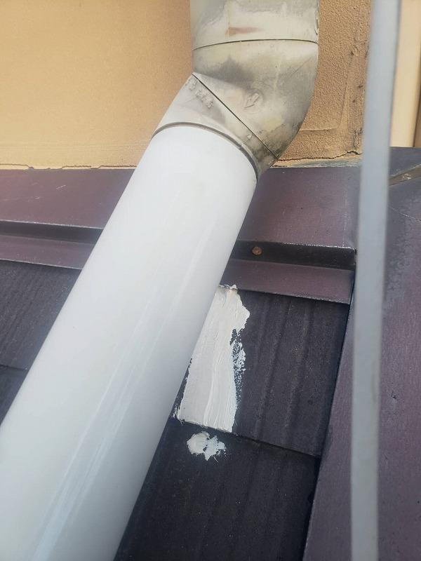 屋根のヒビを補修しました。