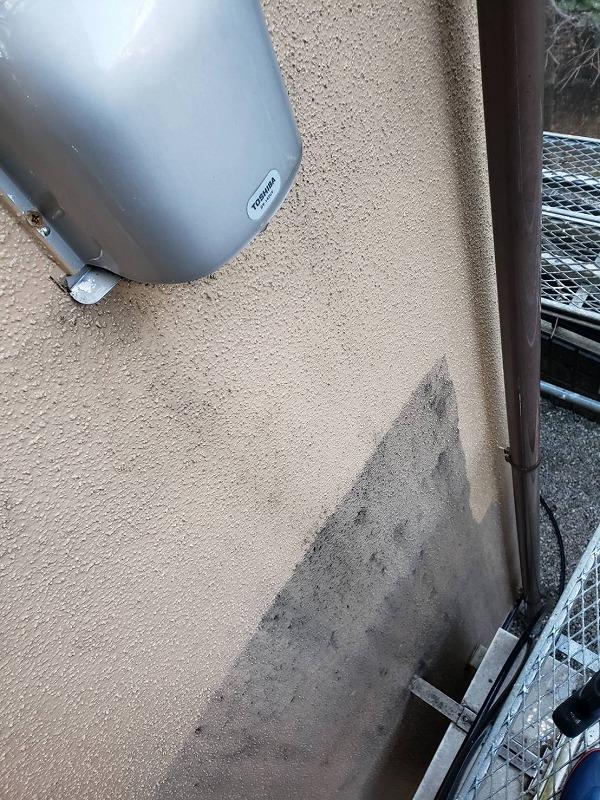 外壁の汚れもどんどん落としていきます。