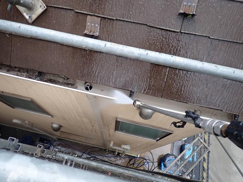 雨樋も丁寧に洗浄しています。