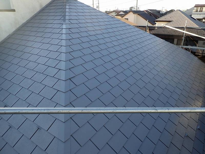 屋根の中塗り完了です(エスケー化研 クールタイトSi CLR-106)。