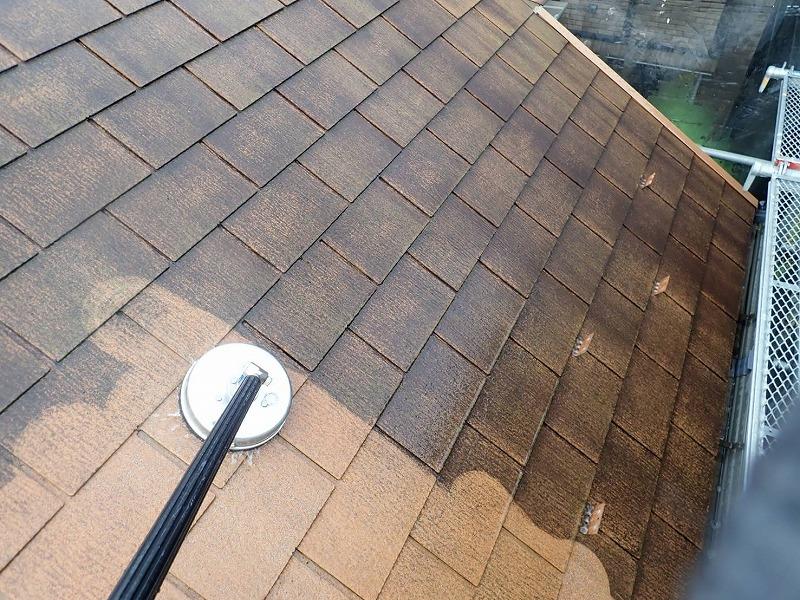 屋根本来の色がみえてきました。