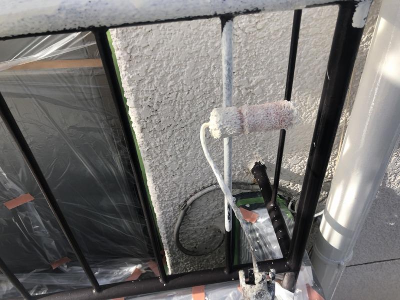 鉄部はサビ止め塗装しました(日本ペイント 1液ハイポンファインデクロ クリーム)。