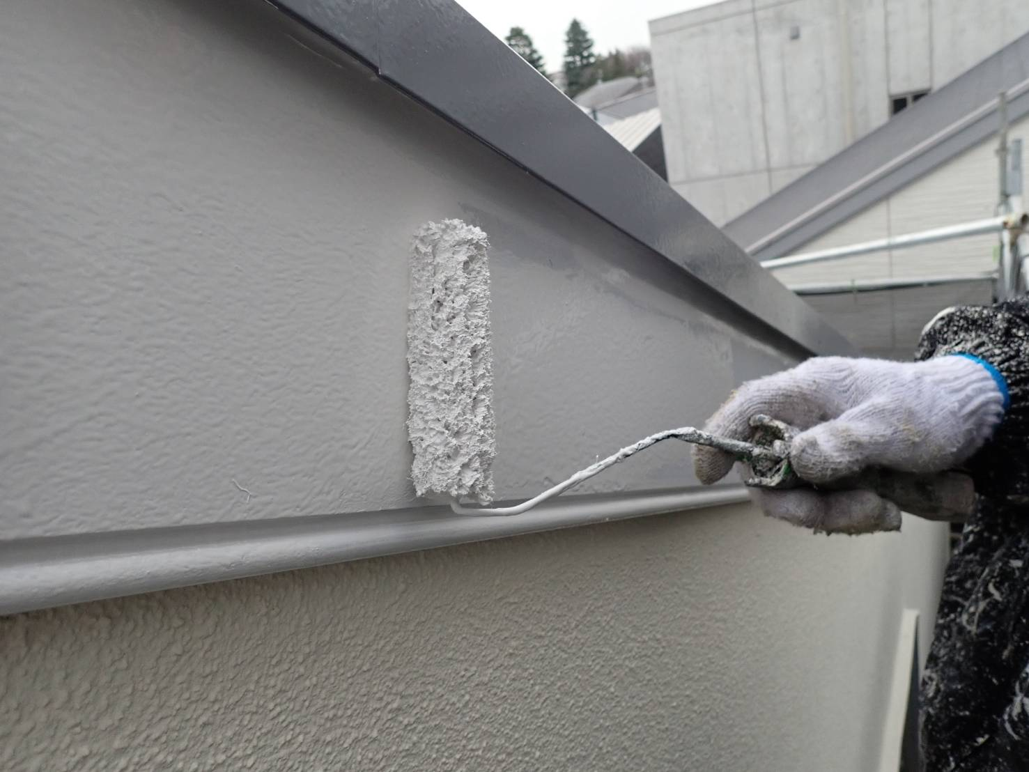 破風板は外壁の色に合わせて塗装しています。