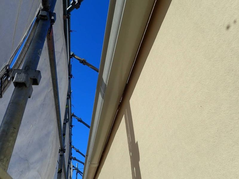 外壁の上塗りが完了しました。(エスケー化研 アートフレッシュ AC-1061)