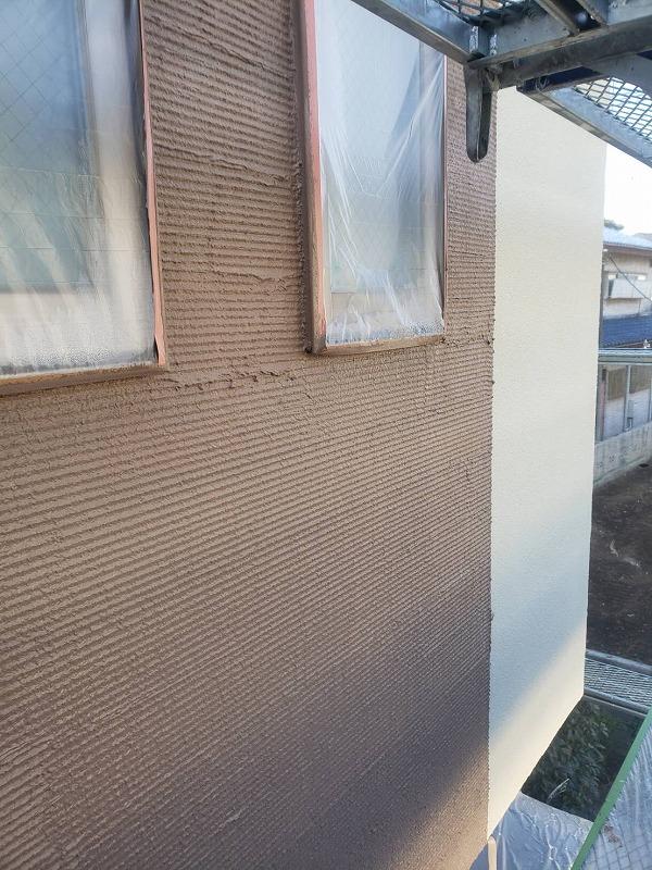 外壁のアクセント部分の塗装も完了しました。(エスケー化研 アートフレッシュ AC-1363)