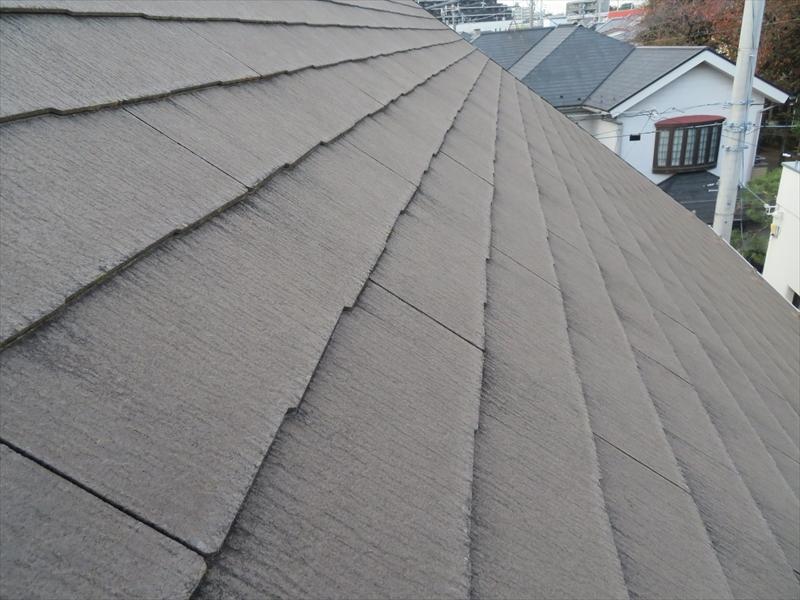 屋根は汚れていますが、大きな割れ等はありませんでした。