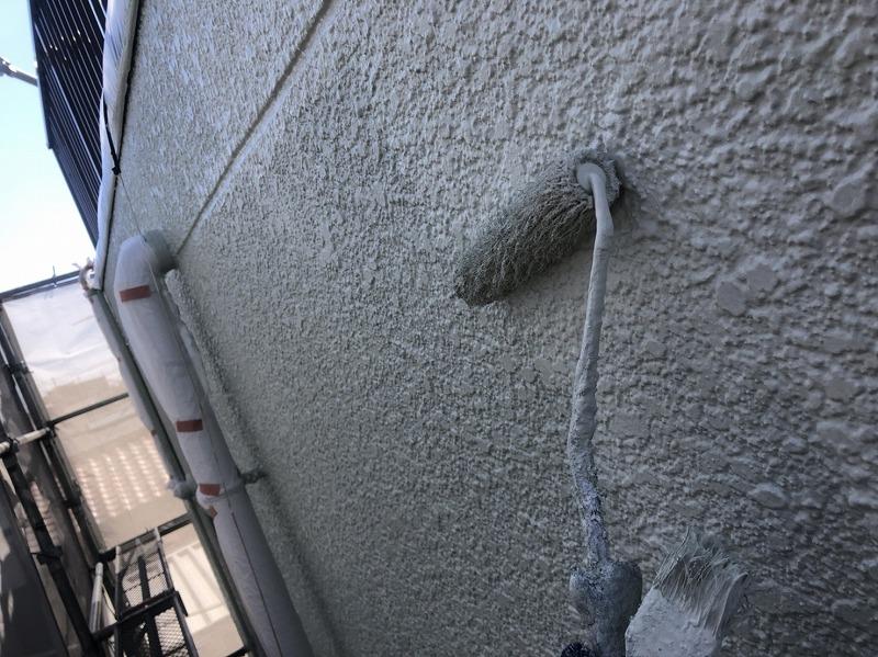 こちらの外壁も上塗り中です。(日本ペイント パーフェクトトップ K35-80B)