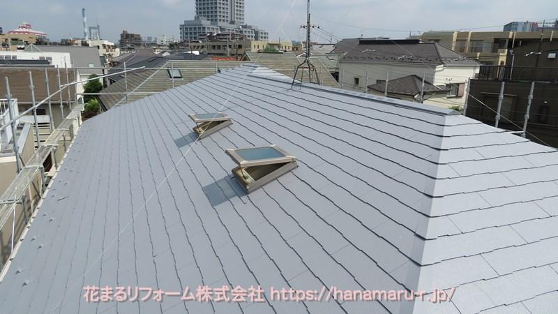 グレーの遮熱塗料で塗装したコロニアル屋根