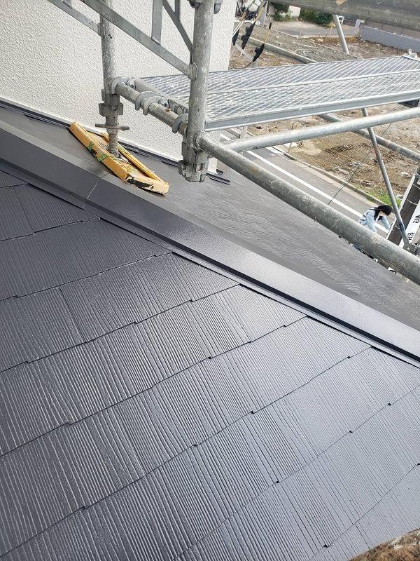 下屋根の塗装が完了しました。(水谷ペイント 快適サーモWSi サーモナチュラルグレー)
