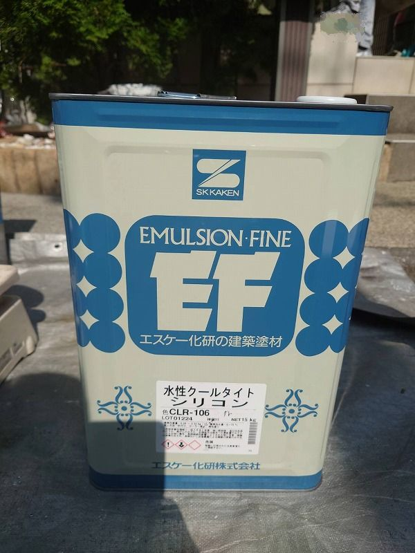 屋根に使用した塗料です。(エスケー化研 水性クールタイトシリコン CLR-106 グレー)