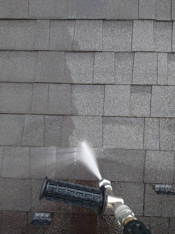屋根から洗浄開始です。
