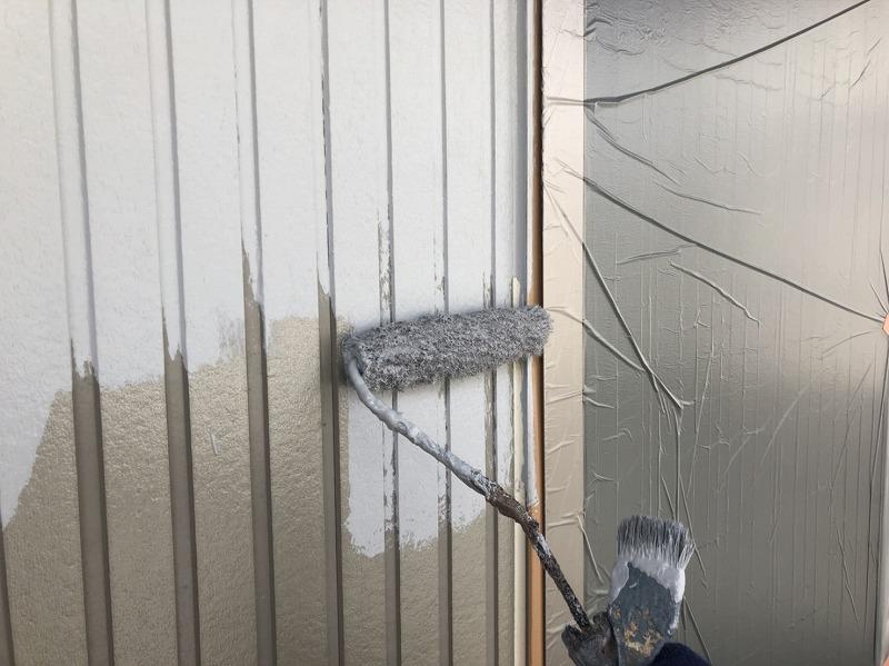乾いた所から中塗り開始です。(エスケー化研 水性ファインメタリック 中塗材 WM-2)
