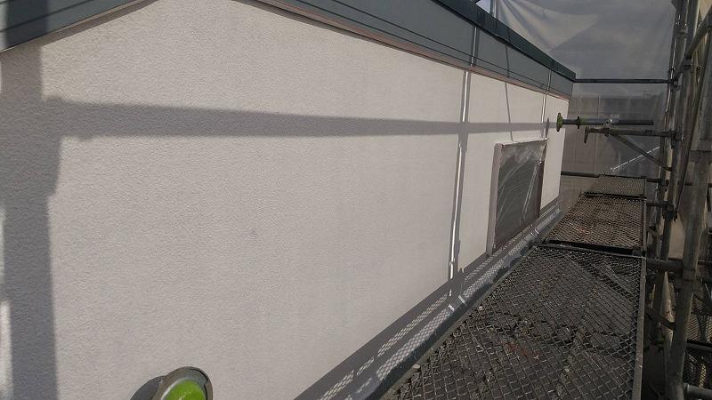 3階モルタル外壁の下塗りが終了しました。(エスケー化研 水性ミラクシーラーエコ クリヤー)