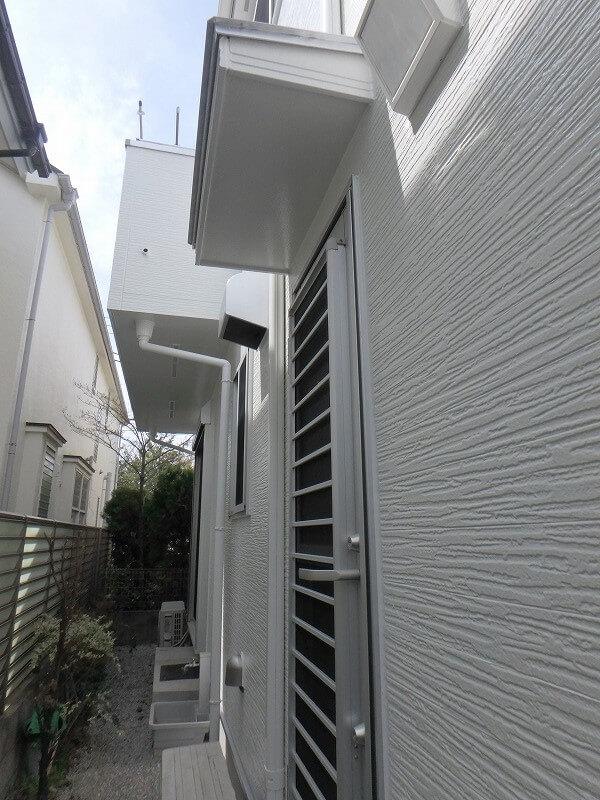 雨樋など付帯部も外壁と同系色でまとめ、スッキリとした印象です。