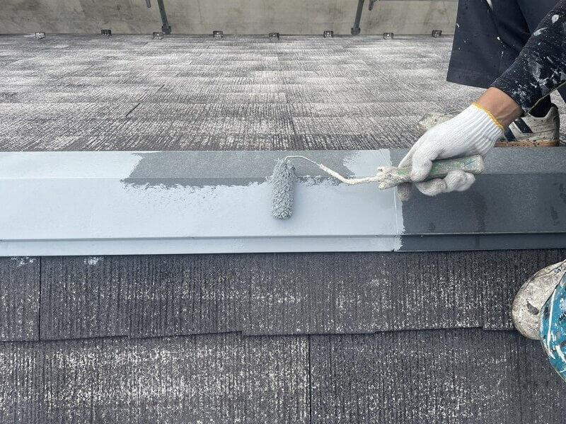 外壁塗装 世田谷区H様邸 屋根棟塗装中 20211014S__5251116