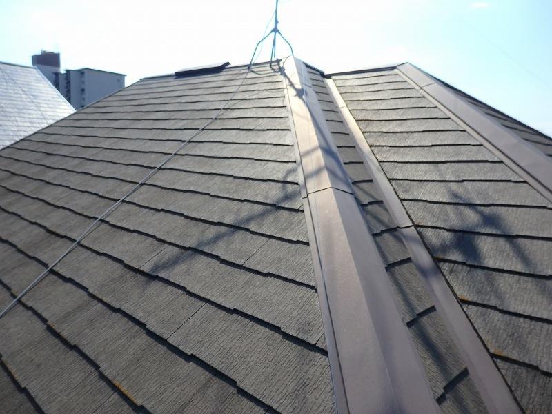施工前の屋根は汚れがいくつかありました。